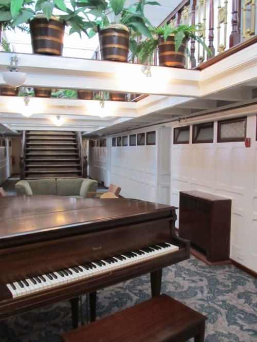 Keewatin Lounge